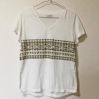 ティアンエクート(TIENS ecoute)のネイティブ模様VネックTシャツ(Tシャツ/カットソー(半袖/袖なし))