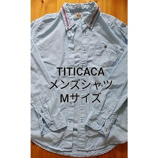 チチカカ(titicaca)の【TITICACA】メンズシャツ 水色 刺繍入り(シャツ)