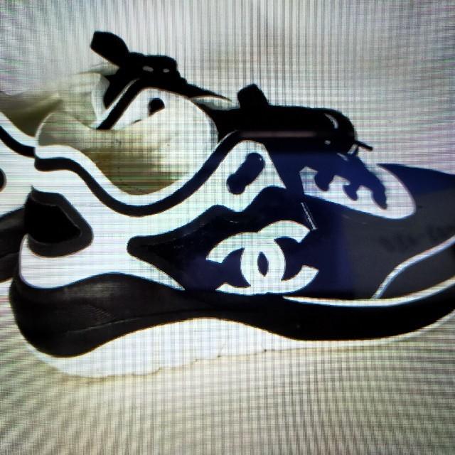 CHANEL(シャネル)の☆極美品☆シヤネルの正規品19ssココマークスニーカー  ブラック/ホワイト レディースの靴/シューズ(スニーカー)の商品写真