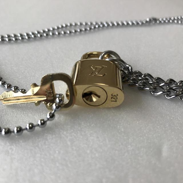 LOUIS VUITTON(ルイヴィトン)のLOUISVUITTON 南京錠と鍵のみになります メンズのアクセサリー(ネックレス)の商品写真