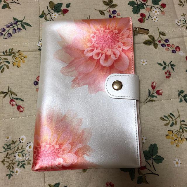 est(エスト)の花柄のマルチケース キッズ/ベビー/マタニティのマタニティ(母子手帳ケース)の商品写真