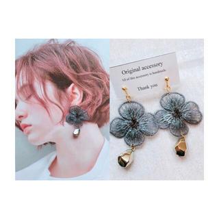 ザラ(ZARA)のhandmade  *  flower earring(イヤリング)