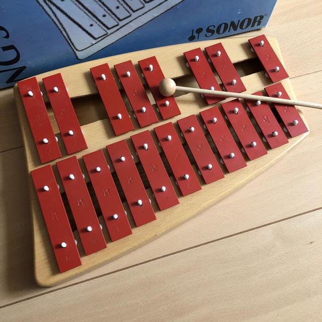 BorneLund(ボーネルンド)のゾノア 2段メタルフォン 鉄琴 ニキティキ キッズ/ベビー/マタニティのおもちゃ(楽器のおもちゃ)の商品写真