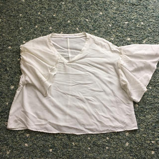 ケービーエフ(KBF)のKBF トップス(シャツ/ブラウス(半袖/袖なし))