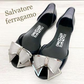 Salvatore Ferragamo - 美品!フェラガモ 24.5 本革 イタリア製 リボン シルバー サンダル