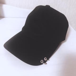 ウィゴー(WEGO)の韓国製キャップ 黒 シルバー付き ピアスデザイン BTSなど(キャップ)
