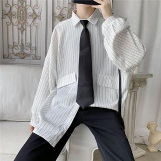 ボウダンショウネンダン(防弾少年団(BTS))のストライプシャツ ゆったりネクタイ付き オーバーサイズ(シャツ)