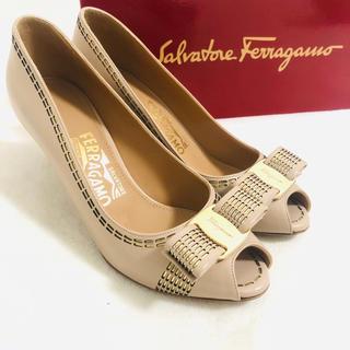 Salvatore Ferragamo - セール超美品 フェラガモ 2回使用のみ ヴァラリボン 5 ミュール パンプス
