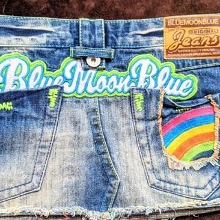 ブルームーンブルー(BLUE MOON BLUE)のロゴとワッペンがかわいいデニムミニスカート(ミニスカート)