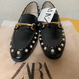 ザラ(ZARA)のZara パールローファーマイクロビーズ付き(ローファー/革靴)