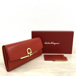 フェラガモ(Ferragamo)の未使用品 サルヴァトーレフェラガモ 長財布 カードケース レッド 435(財布)