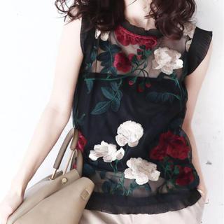 カワイイ(cawaii)の花刺繍の裾リボンシアー トップス cawaii(カットソー(半袖/袖なし))