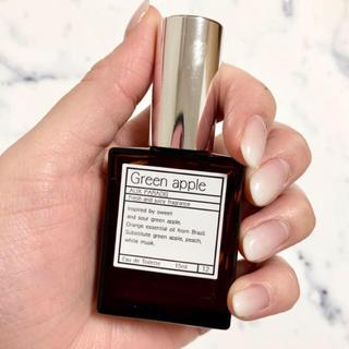オゥパラディ(AUX PARADIS)のAUX PARADIS グリーンアップル 15ml(香水(女性用))