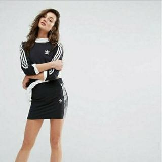アディダス(adidas)の【アディダスオリジナルス】大人気! サイドライン スカート(ミニスカート)