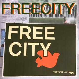 ハリウッドランチマーケット(HOLLYWOOD RANCH MARKET)のFREECITYフリーシティーUS限定非売品バードステッカーgreen(その他)