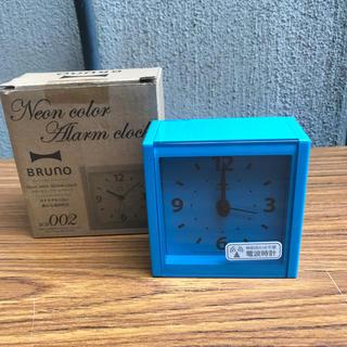 イデアインターナショナル(I.D.E.A international)の「ブルーノ」ネオンカラーアラームクロック ブルー(置時計)