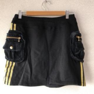 アディダス(adidas)のadidas スカート(ブラック)(ミニスカート)
