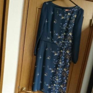 スーナウーナ(SunaUna)のスーナウーナ 紺色花柄ワンピース 美品(ひざ丈ワンピース)