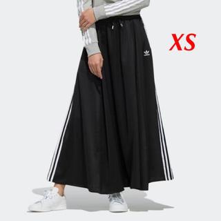 アディダス(adidas)の【レディースXS】黒 ロングサテンスカート (ロングスカート)