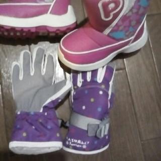 モンベル(mont bell)のプーキーズのスノーブーツシューズと手袋グローブセット(ブーツ)