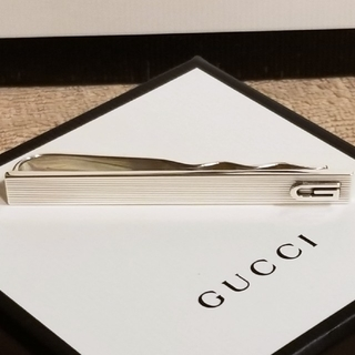 グッチ(Gucci)のGUCCI ネクタイピン メンズ グッチ Gロゴ ボーダー シルバー 新品(ネクタイピン)