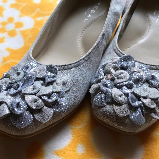 REGAL(リーガル)の★リーガル・シルバー★お花付パンプス★可愛い素敵 レディースの靴/シューズ(バレエシューズ)の商品写真
