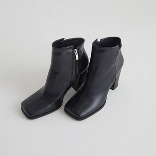 ザラ(ZARA)のA AMEL アマイル スクエアトゥショートブーツ ブラック(ブーツ)