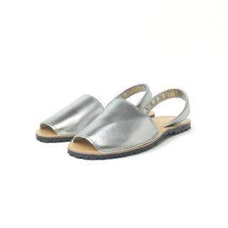 イアパピヨネ(ear PAPILLONNER)のgitana オープントゥ サンダル シルバー 24.5cm 4805314(サンダル)