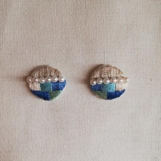 刺繍ピアス パール ブルー(ピアス)