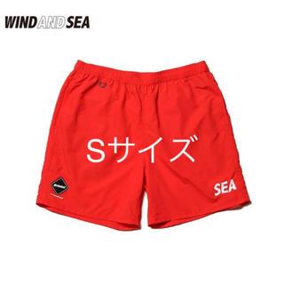 エフシーアールビー(F.C.R.B.)のF.C.R.B WIND AND SEA SHORT PANTS 赤 Sサイズ(ショートパンツ)