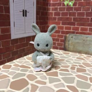 エポック(EPOCH)のシルバニアファミリー 初期グレーウサギ 赤ちゃん(ぬいぐるみ/人形)