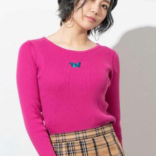 ウィゴー(WEGO)のwego バタフライ ネックワンポイント セーター(ニット/セーター)