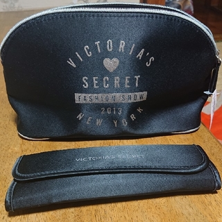 ヴィクトリアズシークレット(Victoria's Secret)の化粧ポーチ&化粧筆3本(コフレ/メイクアップセット)