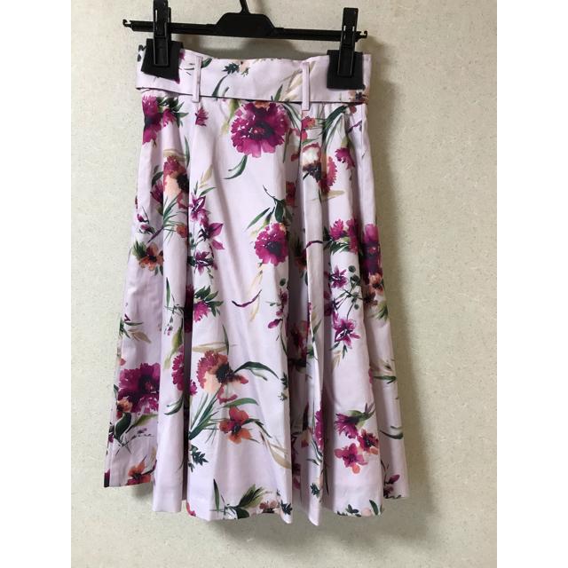 Apuweiser-riche(アプワイザーリッシェ)の新品 アプワイザーリッシェ    ベルト付 花柄 スカート フラワー ① レディースのスカート(ひざ丈スカート)の商品写真