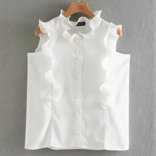 ZARA(ザラ)のスリーブレス フリルブラウス レディースのトップス(シャツ/ブラウス(半袖/袖なし))の商品写真