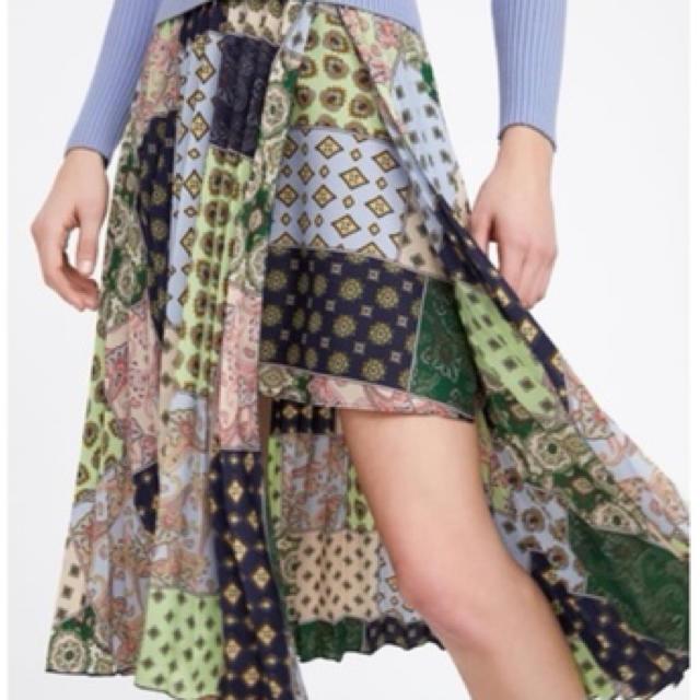 ZARA(ザラ)の値下げ ZARA ザラ プリーツ パッチワーク風 スカート ペイズリー  レディースのスカート(ひざ丈スカート)の商品写真