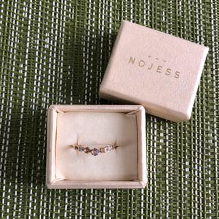 ノジェス(NOJESS)の送料込み☆ ノジェス ピンキーリング 3号 オパール V字 K10  美品(リング(指輪))