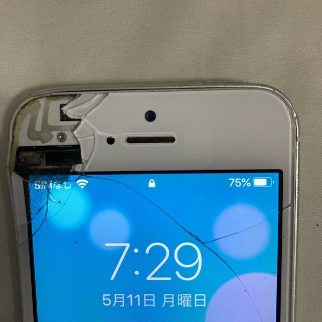 iPhone(アイフォーン)のiPhone SE 64GB 先月バッテリー交換 オーストラリア製 スマホ/家電/カメラのスマートフォン/携帯電話(スマートフォン本体)の商品写真
