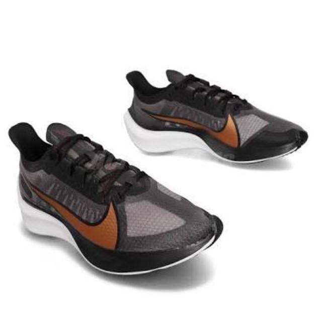 NIKE(ナイキ)の新品送料無料39%OFF!超軽量&クッション抜群!ナイキWsズームグラビィティ レディースの靴/シューズ(スニーカー)の商品写真