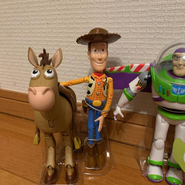 Disney(ディズニー)のディズニーストア トイストーリー フィギュア 4体 エンタメ/ホビーのおもちゃ/ぬいぐるみ(キャラクターグッズ)の商品写真