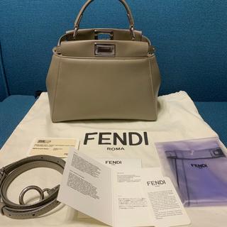 FENDI - 【ファーポンポンチャーム付き】FENDI フェンディピーカーブーミニ グレージュ