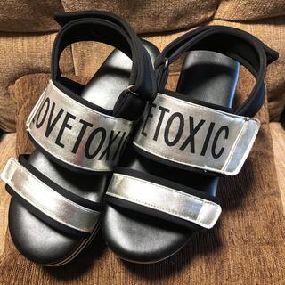 ラブトキシック(lovetoxic)のLOVE TOXIC サンダル(サンダル)