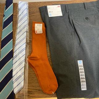 ユニクロ(UNIQLO)の新品 感動パンツ おまけ付き ネクタイ 靴下(スラックス/スーツパンツ)