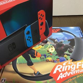 送料無料  Nintendo Switch最新版とリングフィットのセット(家庭用ゲームソフト)