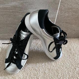 アディダス(adidas)のアディダス adidas APE 779001  黒シルバー スニーカー(スニーカー)