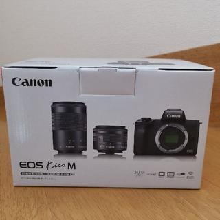 キヤノン(Canon)のCanon EOS KISS MダブルズームキットM(黒)(ミラーレス一眼)