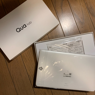 アンドロイド(ANDROID)のauタブレット/Qua tab 02 保証書付 ほぼ未使用(タブレット)