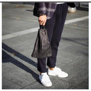 ビームス(BEAMS)のティベリオ・フェレッティ レザー 巾着型 メッシュ バッグ【ブラック】(その他)