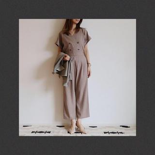ジーユー(GU)の新品・タグ付き✨GU 完売 ダブルボタンジャンプスーツ ベージュ(オールインワン)