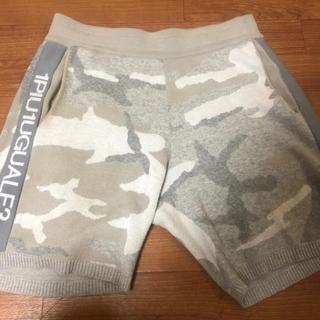 ウノピゥウノウグァーレトレ(1piu1uguale3)のpants(ショートパンツ)